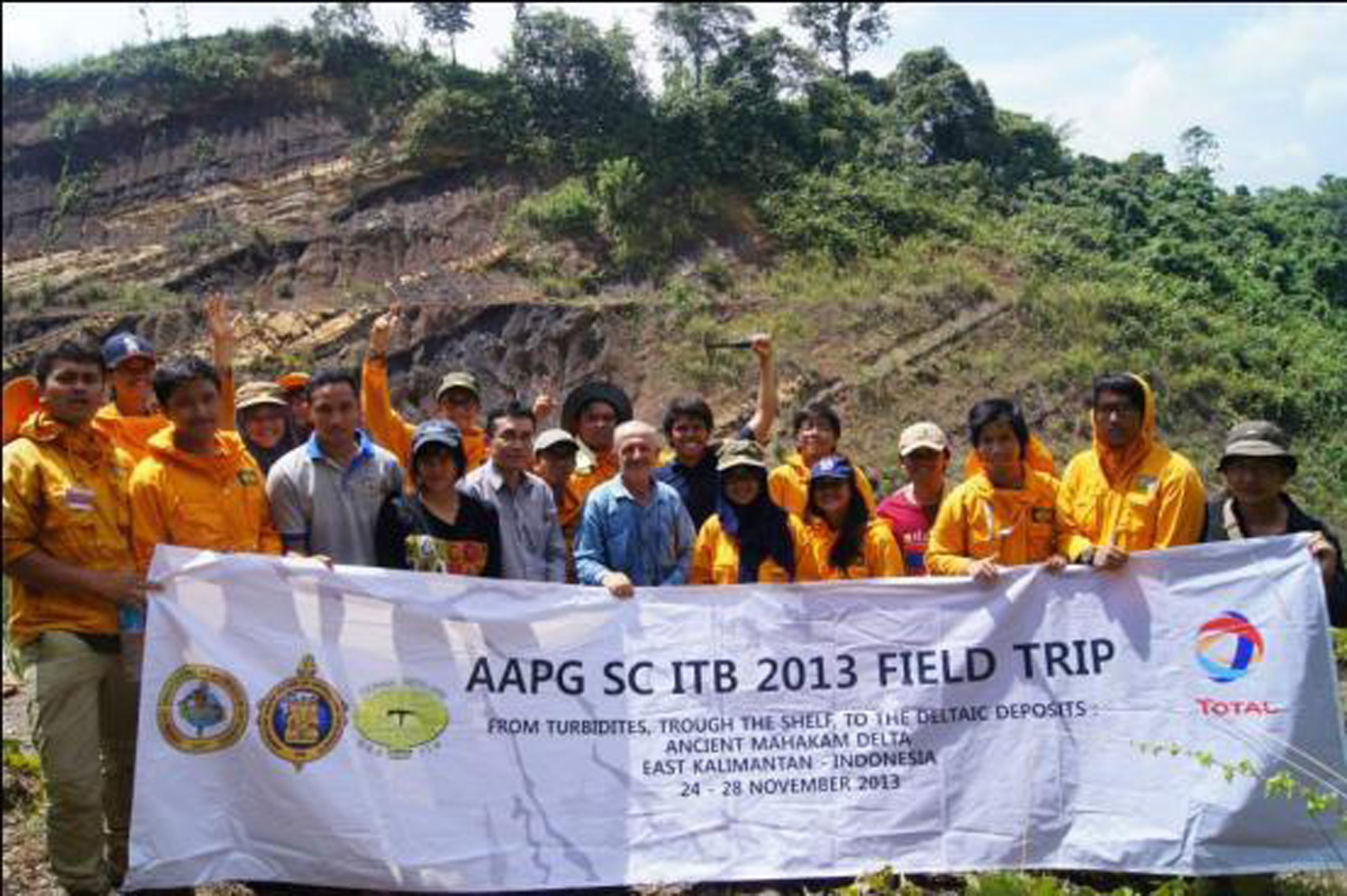 Group photo in front of the signature outcrop in StadionUtama section